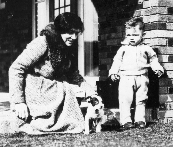 Benkelman, Alvin Carlton, Jr. ca 1931, with his mother Katharine Ayres, and their dog